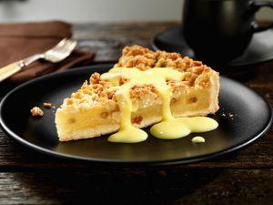 Apfelkuchen mit Streuseln und Vanillesauce Rezept