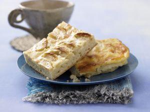 Apfelkuchen mit Sauerrahmguss Rezept