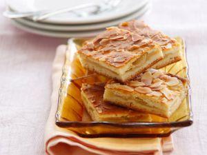 Apfelkuchen vom Blech mit Mandeln Rezept