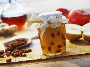 Apfelmarmelade mit Ingwer und beschwipsten Rosinen Rezept