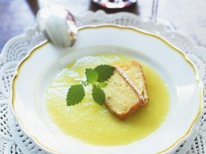 Apfelsuppe mit Pudding-Sticks Rezept