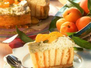 Aprikosen-Schichttorte mit Pistazien und Sahne Rezept