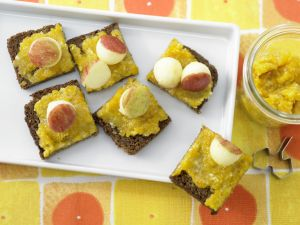 Aprikosenaufstrich mit Mandeln Rezept