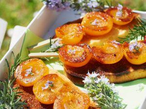 Aprikosenspieße auf krossem Brioche Rezept