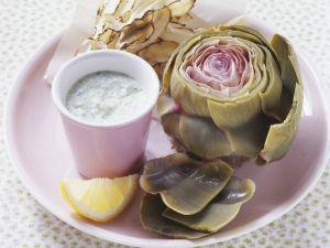 Artischocken mit Rucola-Dip und frittierten Topinambur-Streifen Rezept