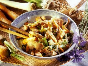 Asia-Hähnchenpfanne mit Karotten, Lauch und Sellerie Rezept
