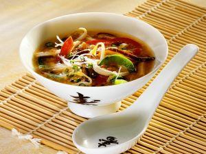 Asiasuppe mit Gemüse und Nudeln Rezept