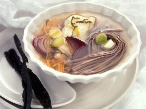 Asiatische Fisch-Gemüsesuppe Rezept