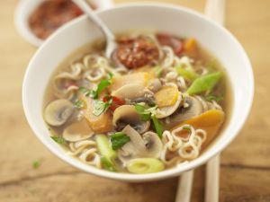 Asiatische Gemüse-Nudel-Suppe Rezept