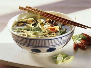 Asiatische Gemüse-Nudelsuppe Rezept