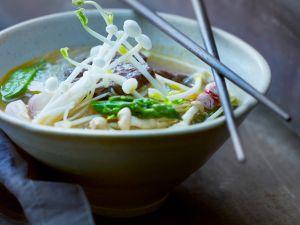 Asiatische Gemüsesuppe mit Rind Rezept