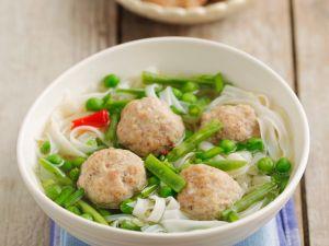 Asiatische Nudelsuppe mit Hackbällchen Rezept
