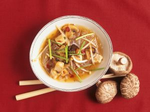 Asiatische Nudelsuppe mit Tofu Rezept