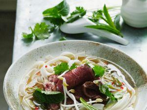 Asiatische Suppe mit Nudeln und Rindfleisch Rezept