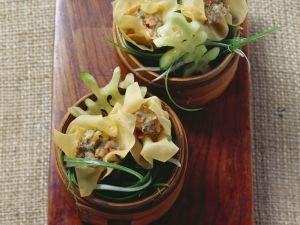 Asiatische Teigtaschen mit Schwein-Shrimps-Füllung (Dim Sum) Rezept