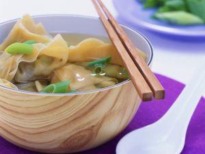 Asiatische Wan Tan-Suppe Rezept