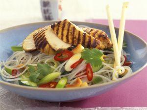 Asiatischer Nudelsalat mit Hähnchen Rezept