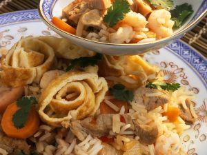 Asiatischer Reis mit Garnelen und Gemüse Rezept