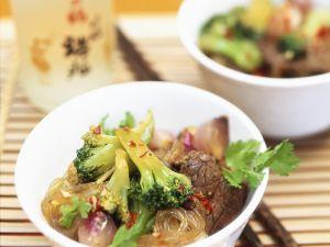 Asiatisches Rindfleisch mit Nudeln Rezept