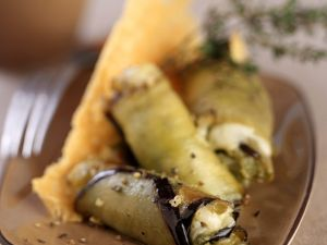Auberginenröllchen mit Mozzarellafüllung Rezept