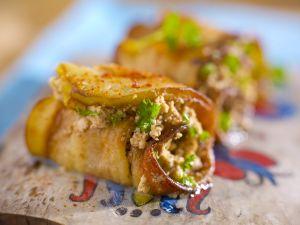 Auberginenrouladen mit Quark und Walnüssen gefüllt Rezept