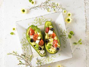 Avocado mit Käsewürfeln Rezept