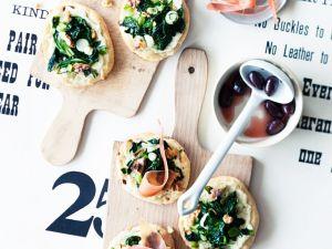Baby-Pizzen mit Spinat und Schinken Rezept