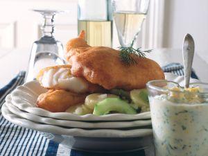 Backfisch mit Kartoffel-Gurkensalat und Remoulade Rezept