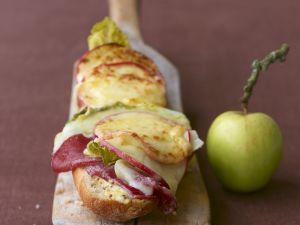 Baguette mit Raclettekäse gratiniert Rezept