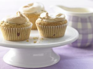 Baiser-Muffins mit Brombeeren Rezept