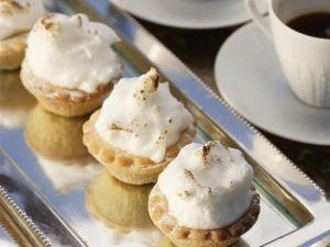 Baiser-Törtchen mit Trockenfrüchtefüllung (Mince Pies) Rezept