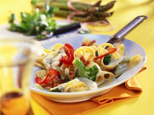 Bandnudeln mit Gemüse und Rahmsauce Rezept