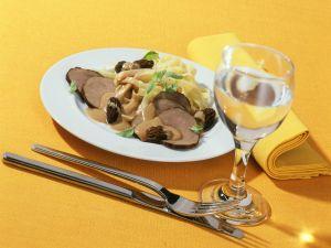 Bandnudeln mit Rinderfiletscheiben und Portwein-Morchel-Sauce Rezept