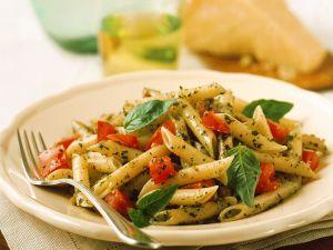 Basilikum-Pasta mit Tomaten Rezept
