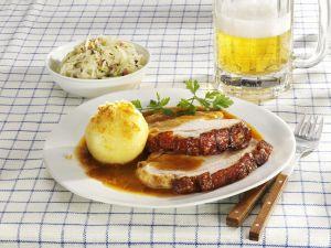 Bayerischer Schweinebraten mit Kartoffelknödel Rezept