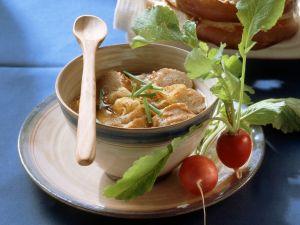 Bayrische Brezensuppe mit Zwiebeln und Radieschen Rezept