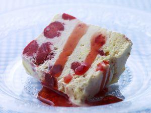 Beeren-Eiskuchen Rezept