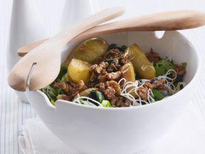 Birnen-Porree-Salat mit glasierten Walnüssen und Reisnudeln Rezept