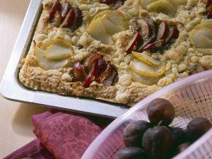 Birnen-Zwetschgen-Blechkuchen Rezept