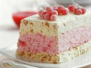 Biskuit-Eisparfait mit Johannisbeeren Rezept