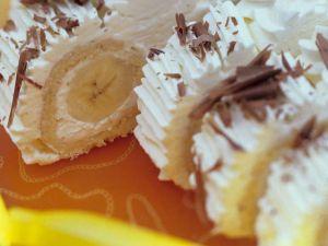 Biskuitroulade mit Bananen Rezept