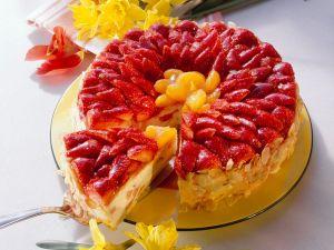 Biskuittorte mit Quarkcreme und Früchten Rezept