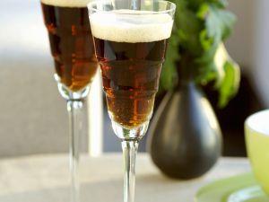 Black Velvet (Cocktail mit Bier und Sekt) Rezept