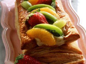 Blätterteig-Cremeschnitte mit Früchten Rezept