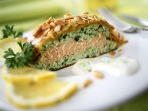 Blätterteig-Lachs mit Mandeln Rezept
