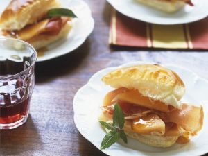 Blätterteig-Sandwich mit Melone und Schinken Rezept