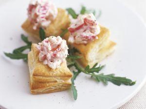 Blätterteigecken mit Radieschensalat Rezept