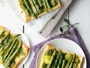 Blätterteigkuchen mit grünem Spargel, Kartoffeln und Bärlauch Rezept