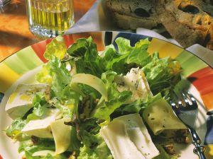 Blattsalat mit dreierlei Käse Rezept