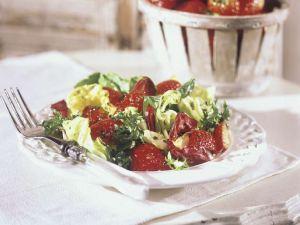 Blattsalat mit Erdbeeren Rezept